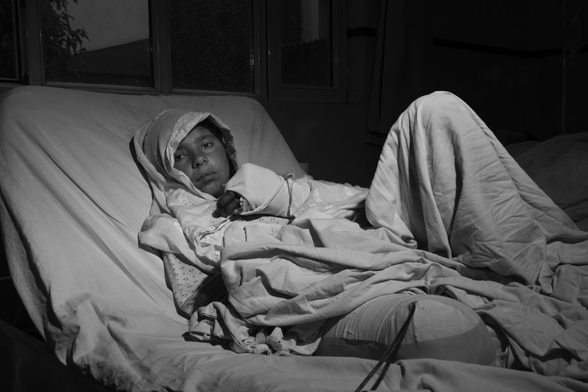 Sabrai in her bed, in the EMERGENCY's hospital in Kabul